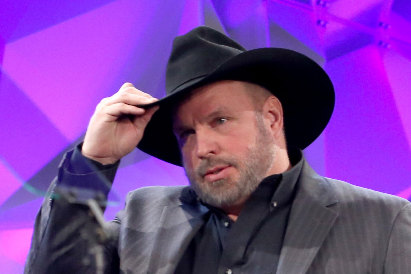 Stupid Trump Supporters Attack Garth Brooks, Confuse Barry ...