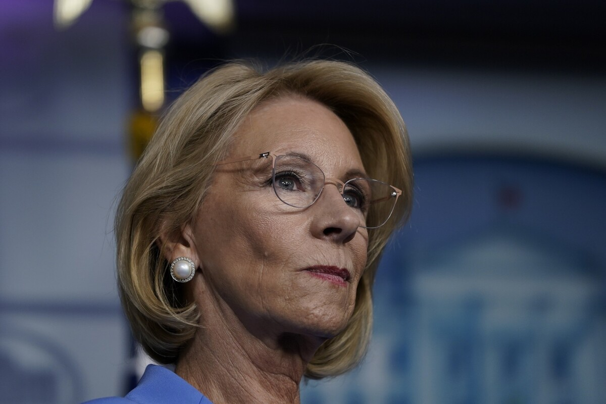 Betsy DeVos probably faces no consequenes for hatch violation