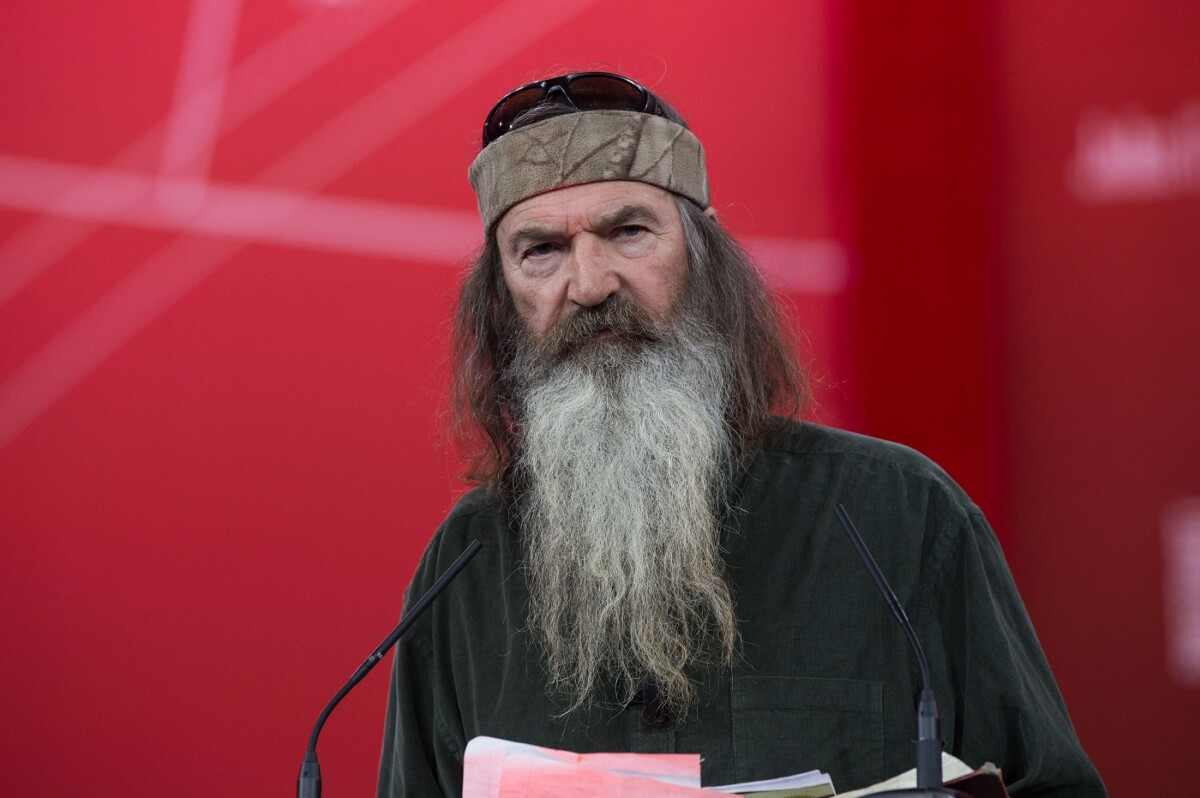 Phil Robertson keeps trying to bring Donald Trump to Jesus