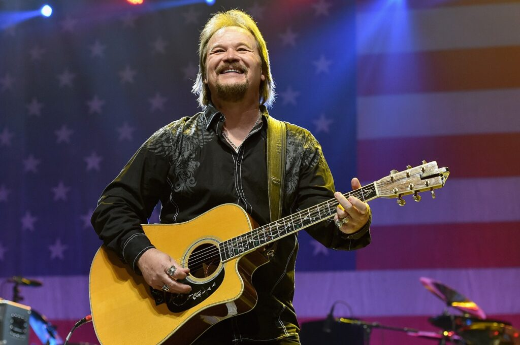 Travis Tritt blocks evryone